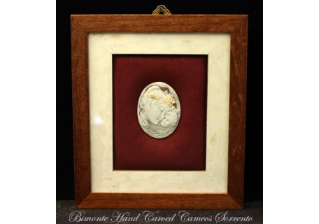 """La Mamma"" Cameo in Wood Frame"